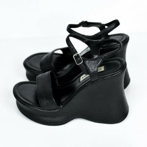 Steve Madden Shoes - Steve Madden 90s Leather Wedge Heels Black 7